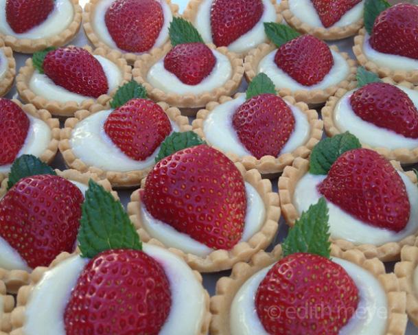 01_edith_meyer_small_bites_strawberry_tarts
