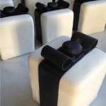 Small organic cakes that look like gifts by Edith Meyer