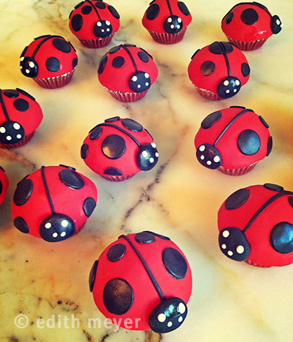 mini-ladybug-cupcakes